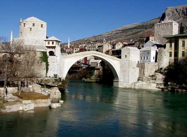 http://croatia.org/crown/content_images/2007/mostar.jpg