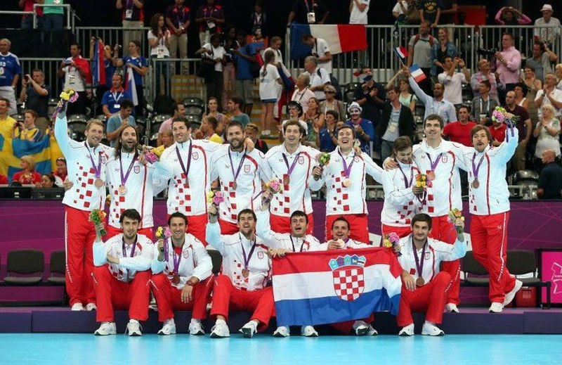 http://croatia.org/crown/content_images/2012/london/croatian-handball-team2012london.jpg